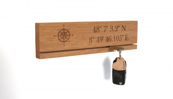 Schlüsselleiste aus Holz mit Koordinaten