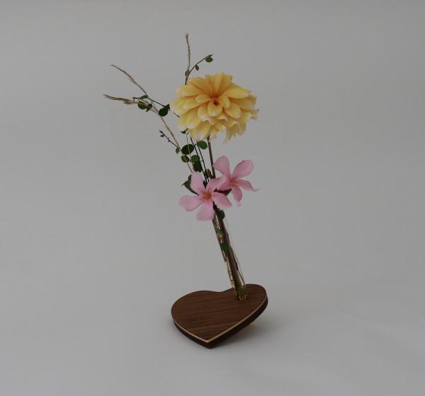 Herz Blumenvase aus Holz mit Reagenzglas