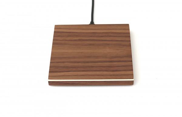 Induktives Ladegerät aus Holz