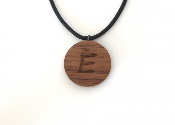 Halskette mit Buchstaben aus Holz