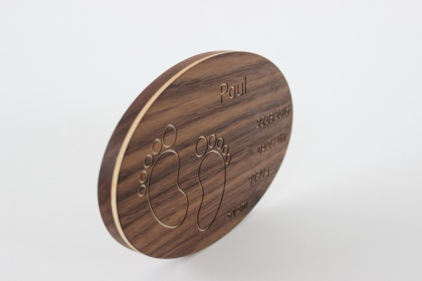 Taufteller aus Holz mit Gravur
