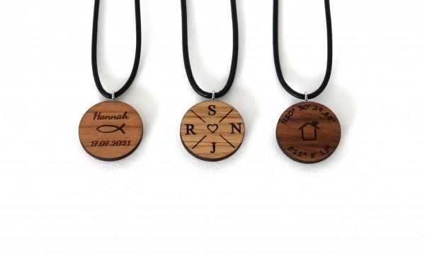 Halskette aus Holz mit Gravur personalisiert