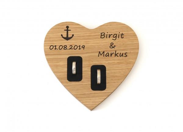 Ringkissen Herz, personalisiert mit Namen und Datum