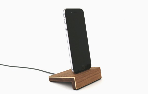 iPhone Ladestation aus Holz