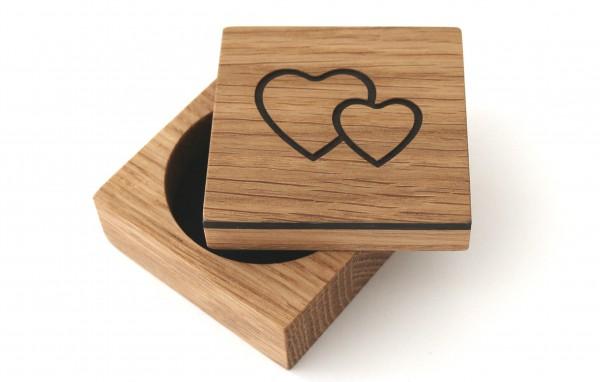 Ringkästchen aus Holz mit Gravur Herzen, Eiche
