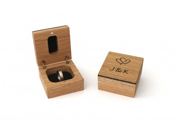 Ring Box aus Holz für Verlobungsring mit persönlichen Initialien