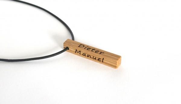 Halskette mit Namensgravur aus Holz