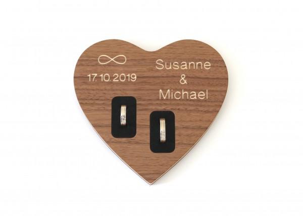 Ringkissen mit Gravur aus Holz, Herzform
