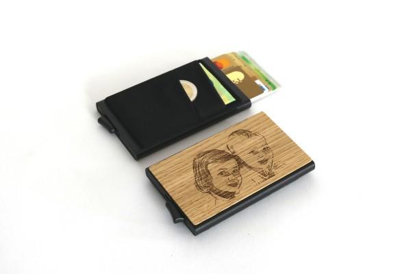 Kreditkartenetui mit Gravur aus Holz