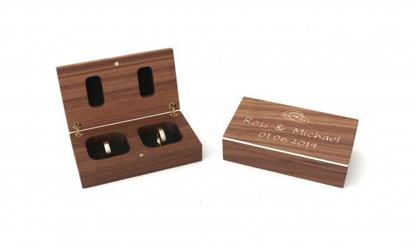 Ring Box aus Holz mit Gravur der Namen und Datum
