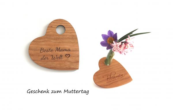 Blumenvase Herz aus Holz mit Reagenzglas und Gravur