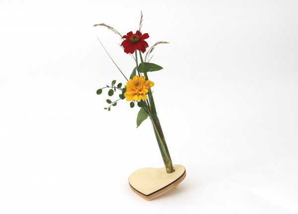 Herz Blumenvase aus Holz mit Reagenzglas, Ahorn