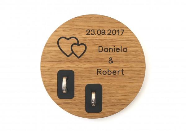 Ringkissen aus Holz mit Namen und Datum, Eiche